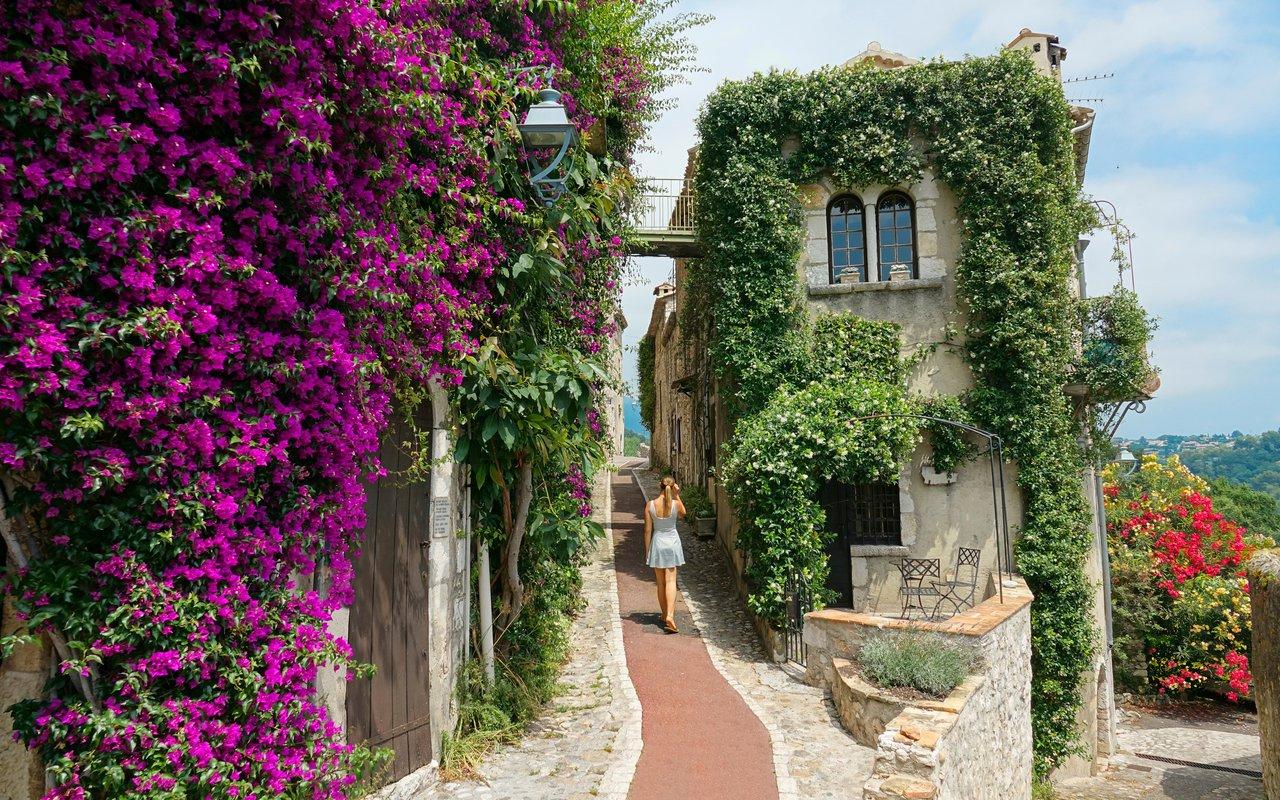 AWAYN IMAGE Stroll around the Saint-Paul de Vence