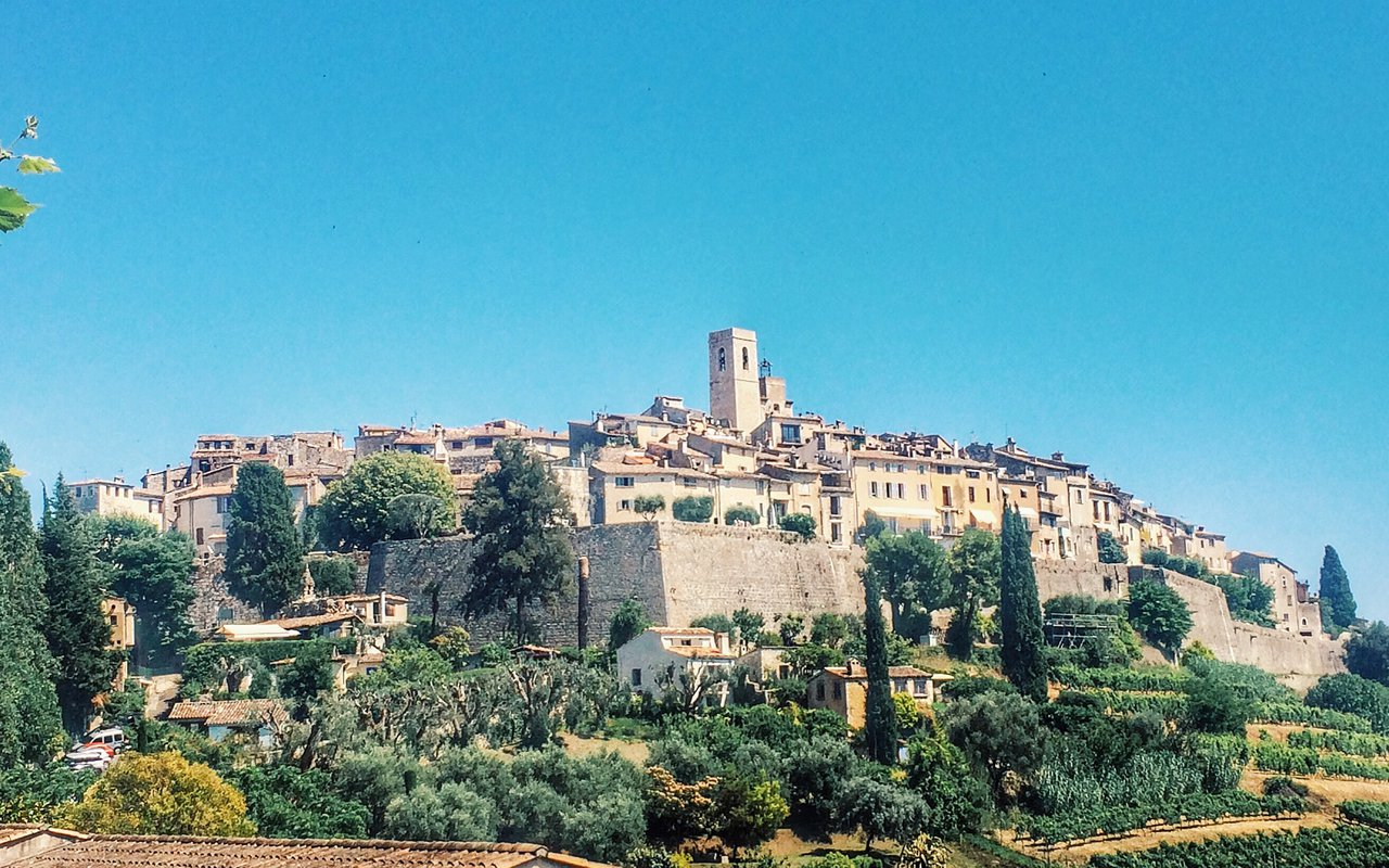 AWAYN IMAGE Explore around the Saint-Paul de Vence the most beautiful village in France