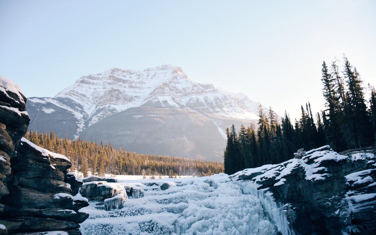 AWAYN IMAGE Frozen Athabasca Falls