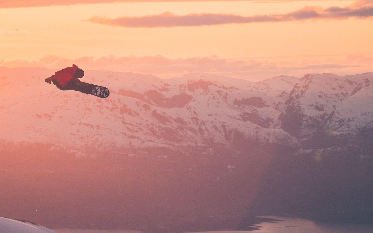 AWAYN IMAGE Snowboarding shenanegans lech Vorarlberg, Austria