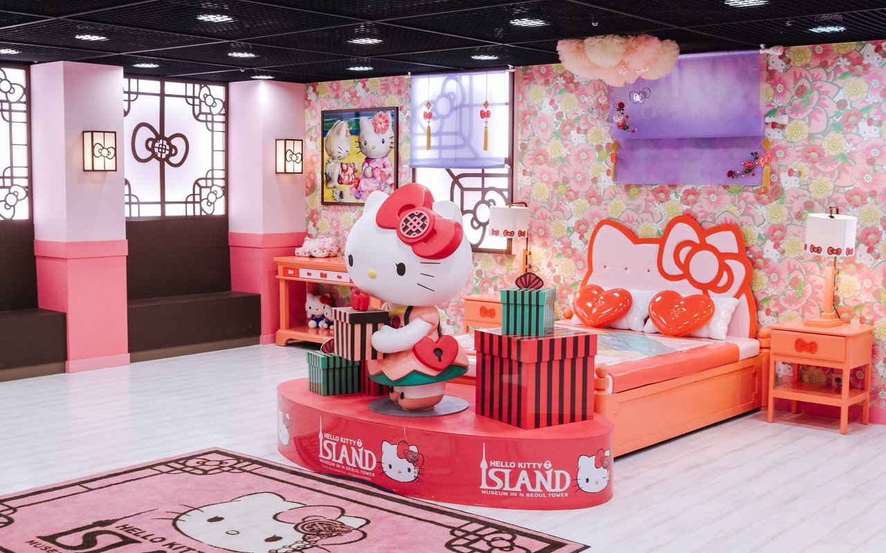 AWAYN IMAGE Visit Hello Kitty Island