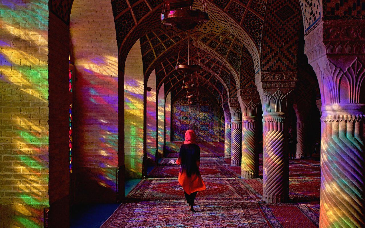 AWAYN IMAGE Walk around the Nasir al-Mulk Mosque