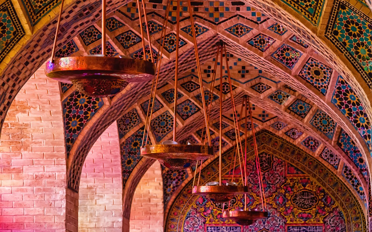 AWAYN IMAGE Walk around the Nasir al-Mulk Mosque