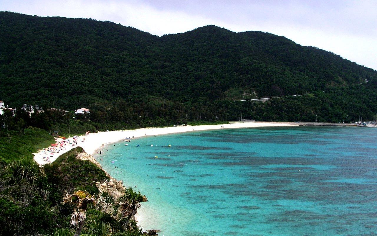 AWAYN IMAGE Explore the ever green Aharen Beach (阿波連ビーチ)