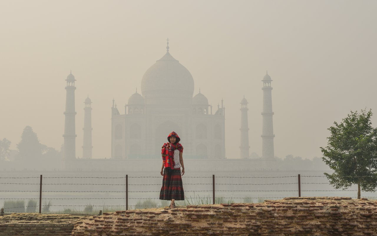 AWAYN IMAGE A Sunset Boat Ride at the Taj Mahal