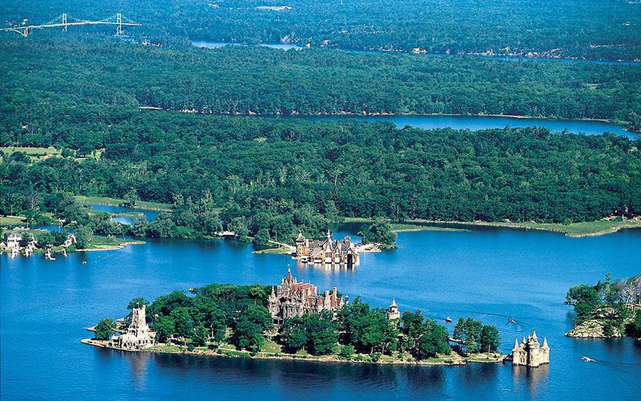 AWAYN IMAGE Thousand Islands Archipelago in NY