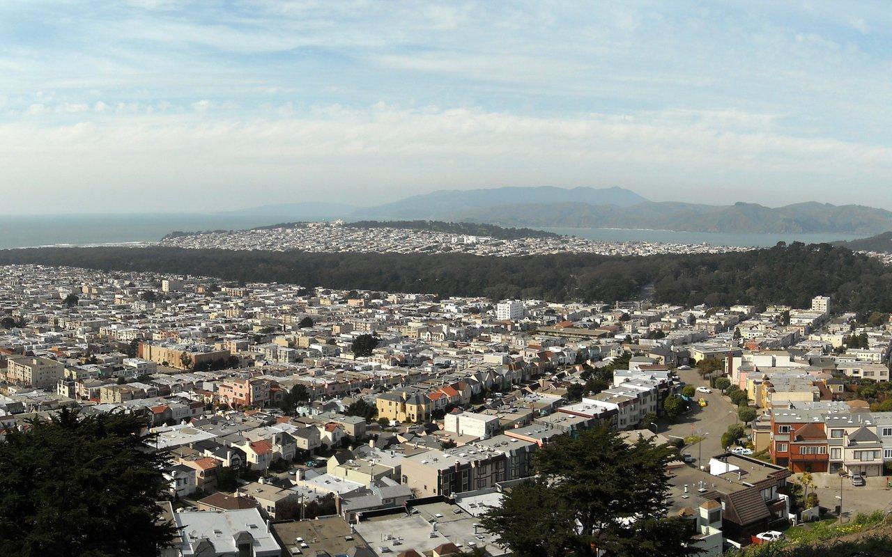 AWAYN IMAGE Hike to Grandview Park San Francisco