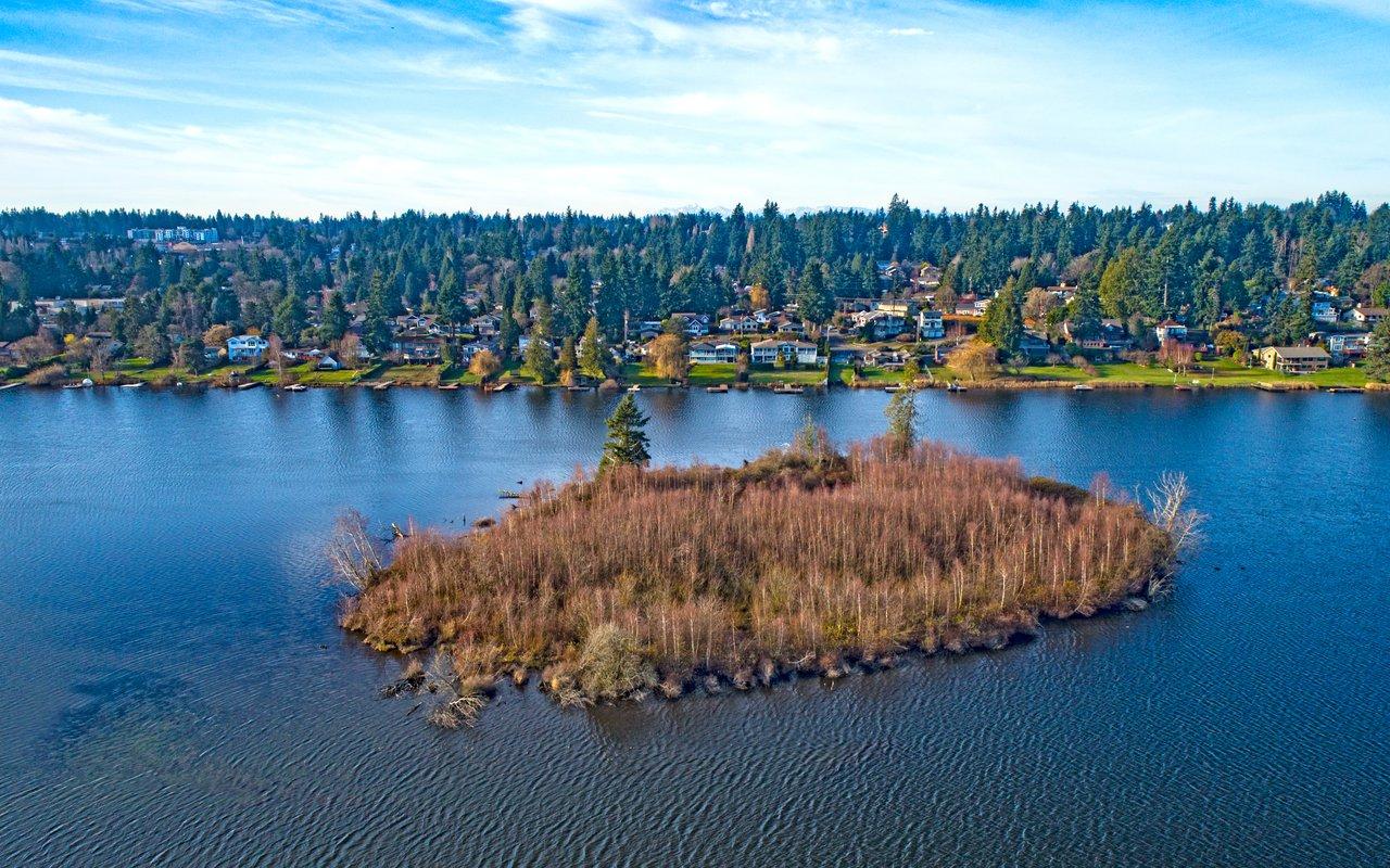 AWAYN IMAGE Kayak in Lake Ballinger