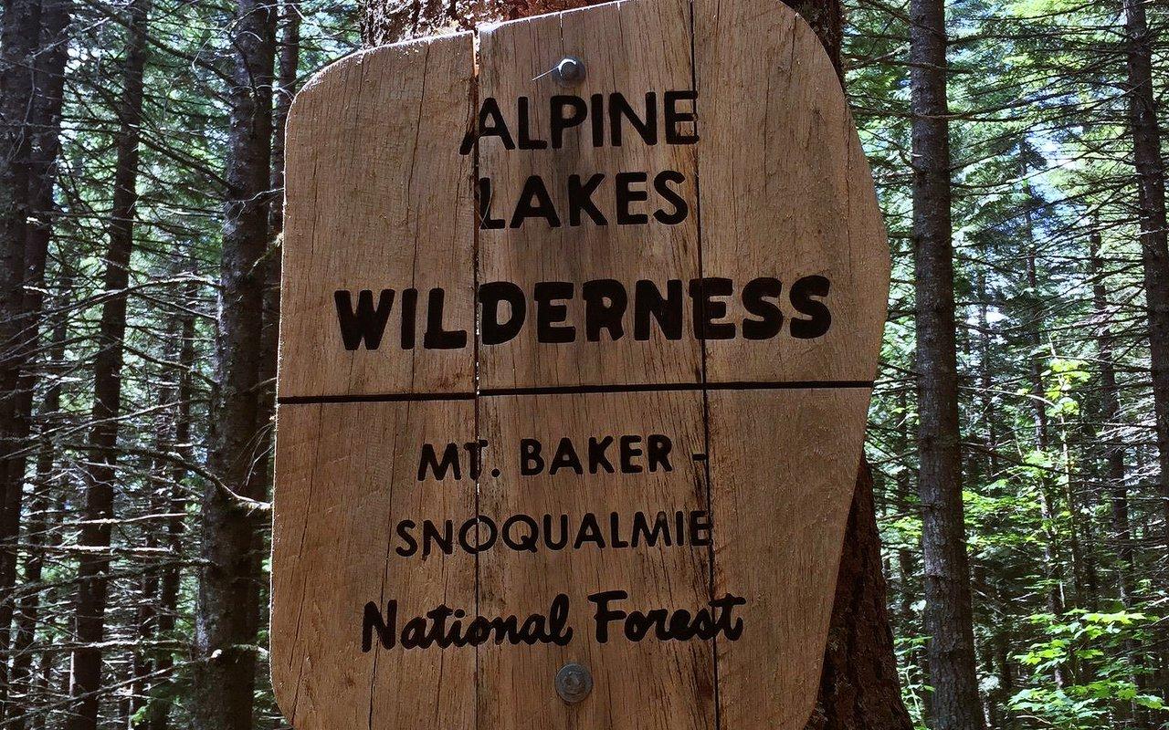 AWAYN IMAGE Talapus and Olallie Lake Trail