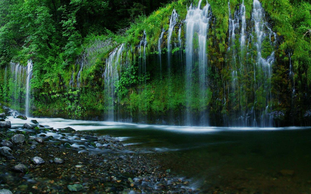 AWAYN IMAGE Mossbrae Falls Hike