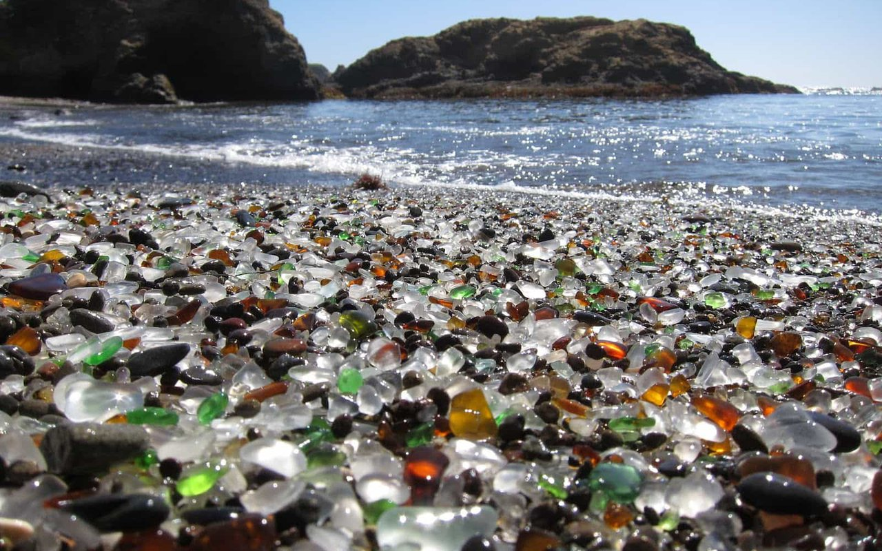 AWAYN IMAGE Relax by the Glass Beach