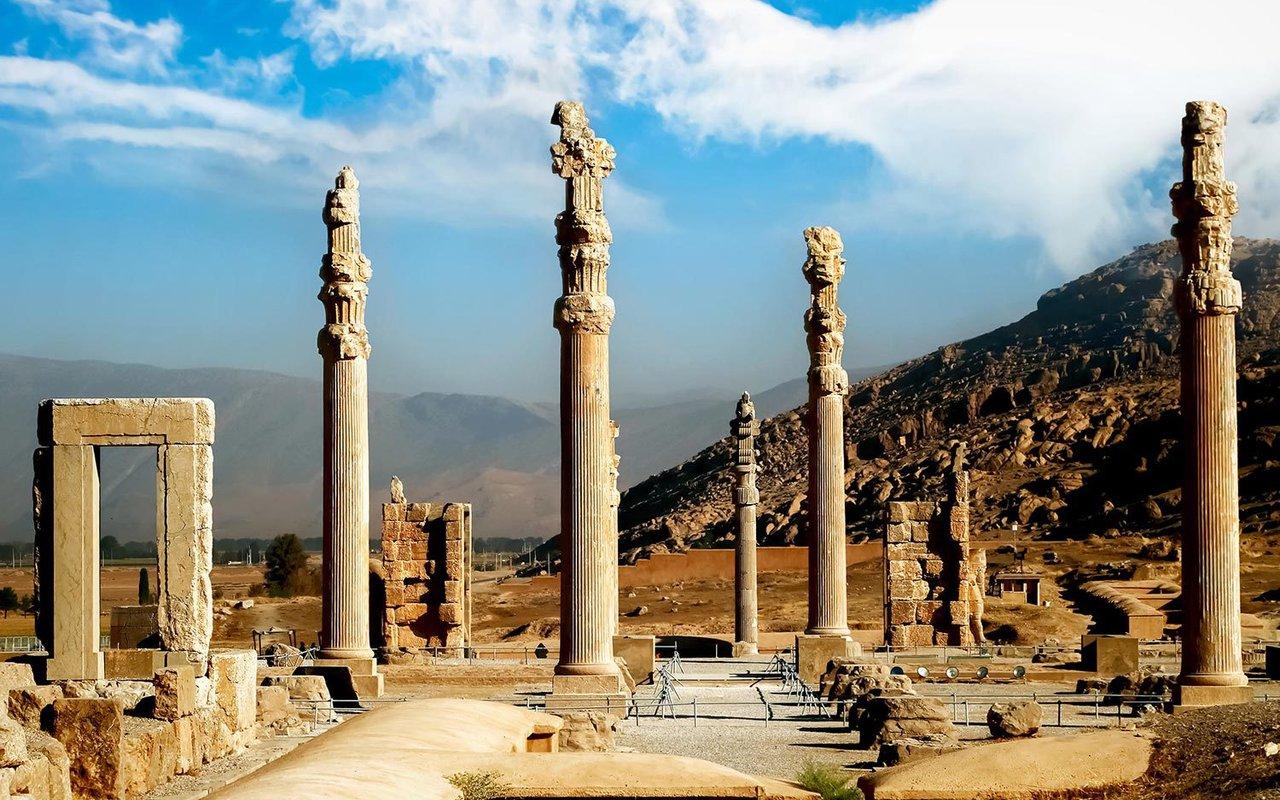 AWAYN IMAGE Hike Ruins &  Remaining of Persepolis