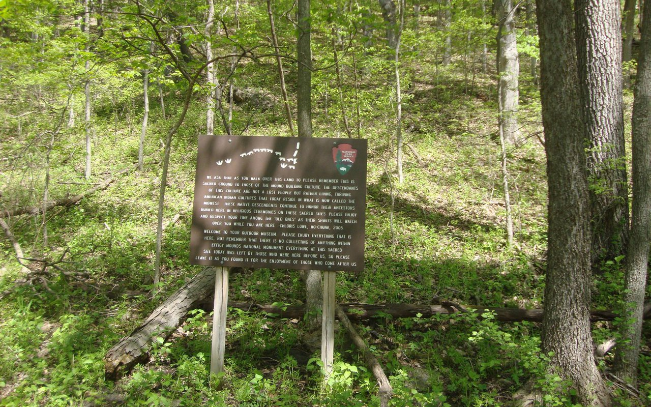AWAYN IMAGE Effigy Mounds National Monument