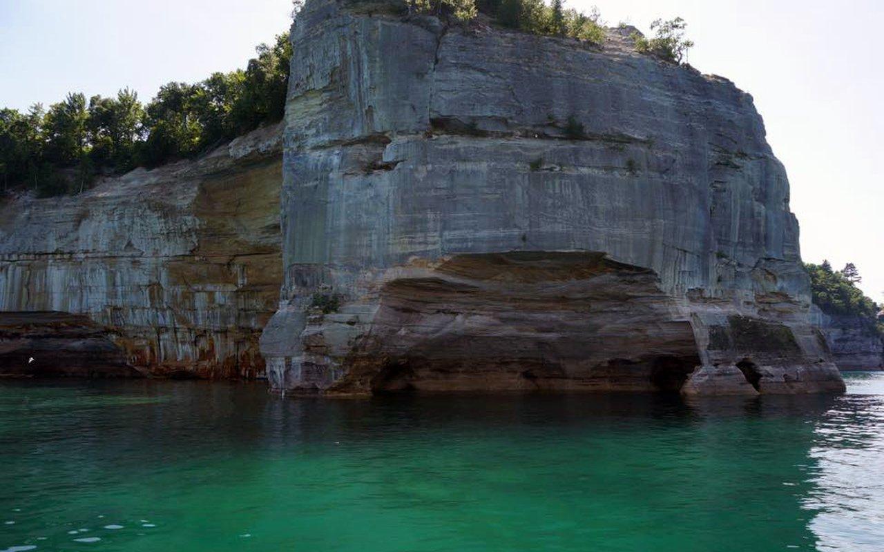 AWAYN IMAGE Boating Rocks National Lakeshore