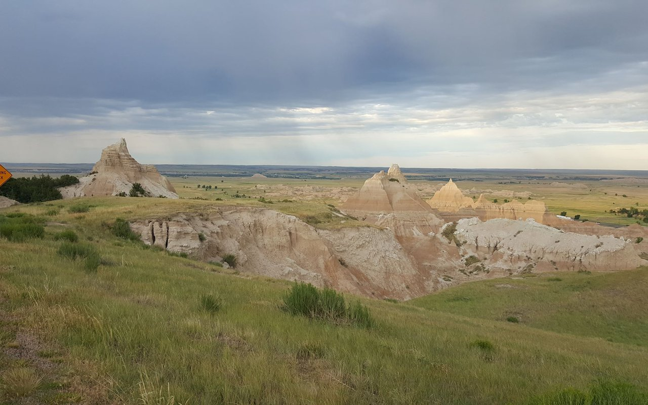 AWAYN IMAGE Hike and camping at Badlands Wall