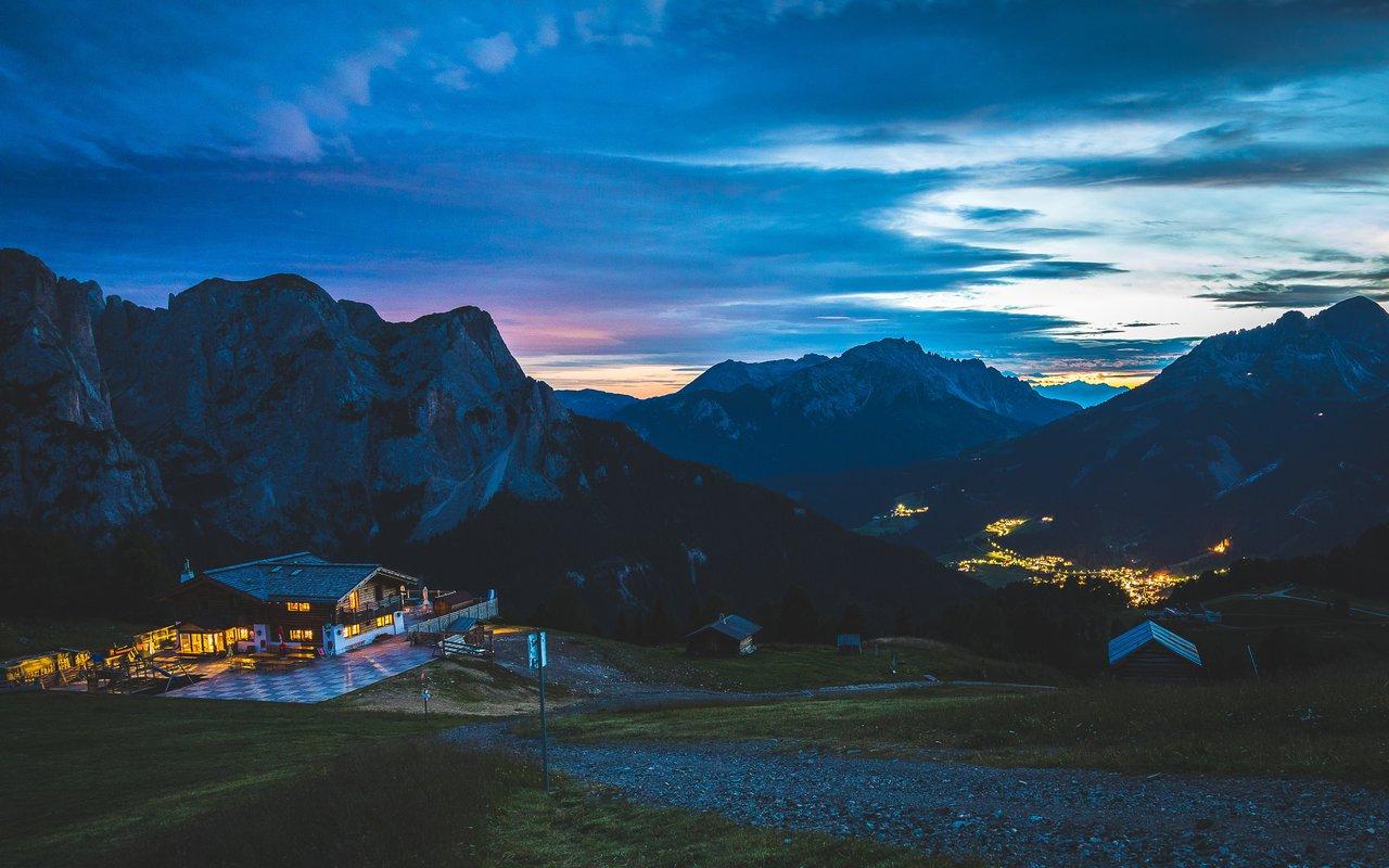 AWAYN IMAGE Hike to Pozza di Fassa