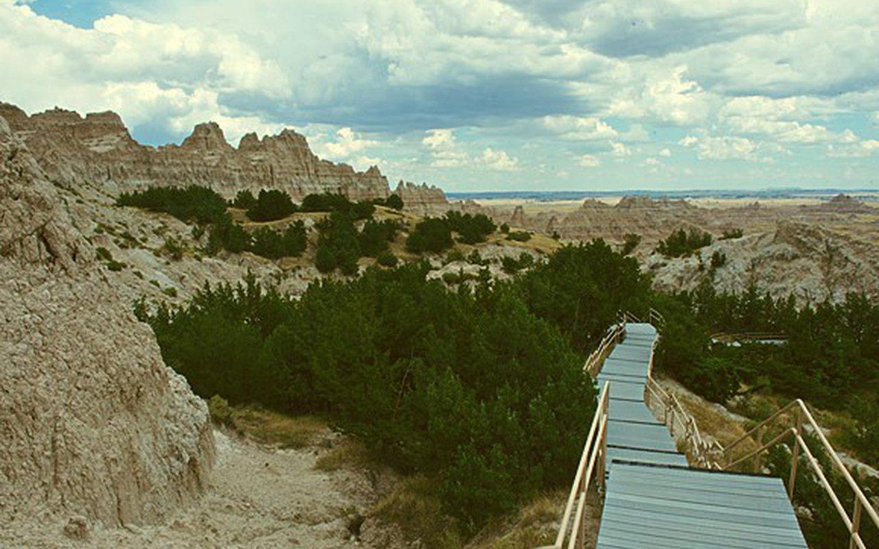 AWAYN IMAGE Cliff Shelf Nature Trail