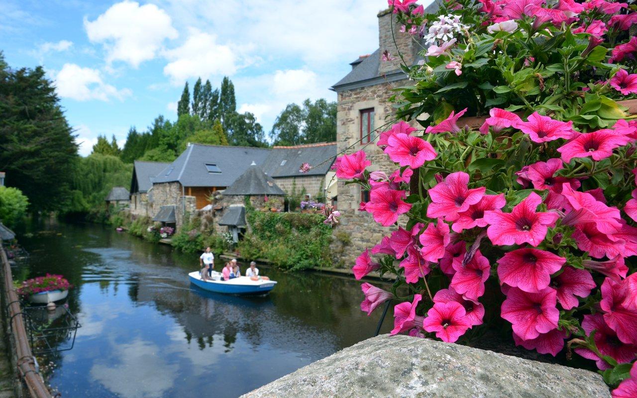 AWAYN IMAGE Visit the beautiful village of Pontrieux