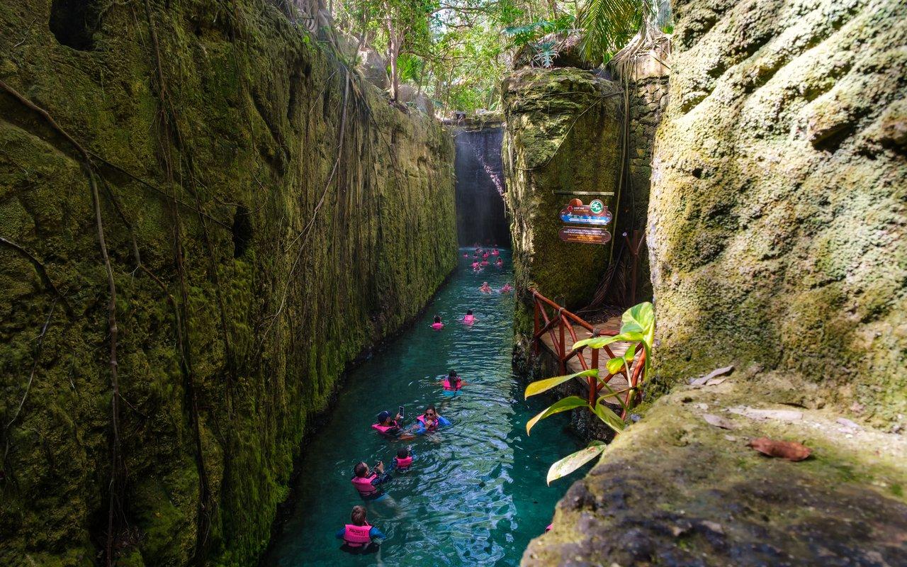 AWAYN IMAGE Swin in Mayan Riviera