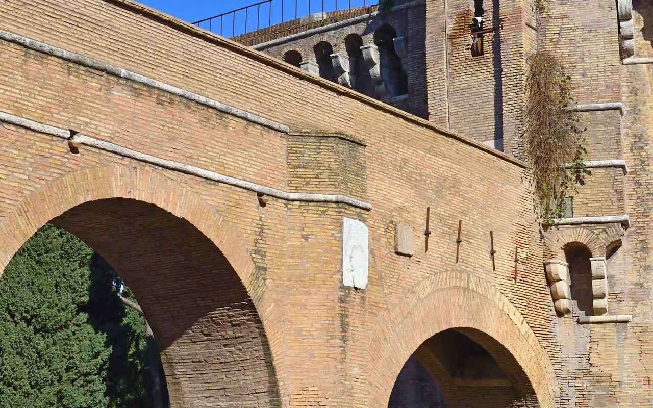 AWAYN IMAGE Walk around Passetto di Borgo