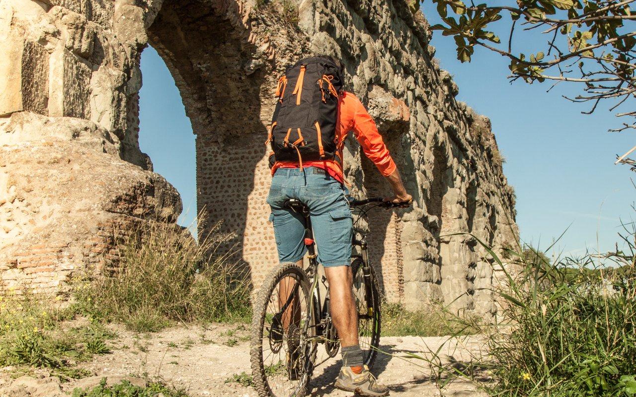 AWAYN IMAGE Bike around Parco degli Acquedotti