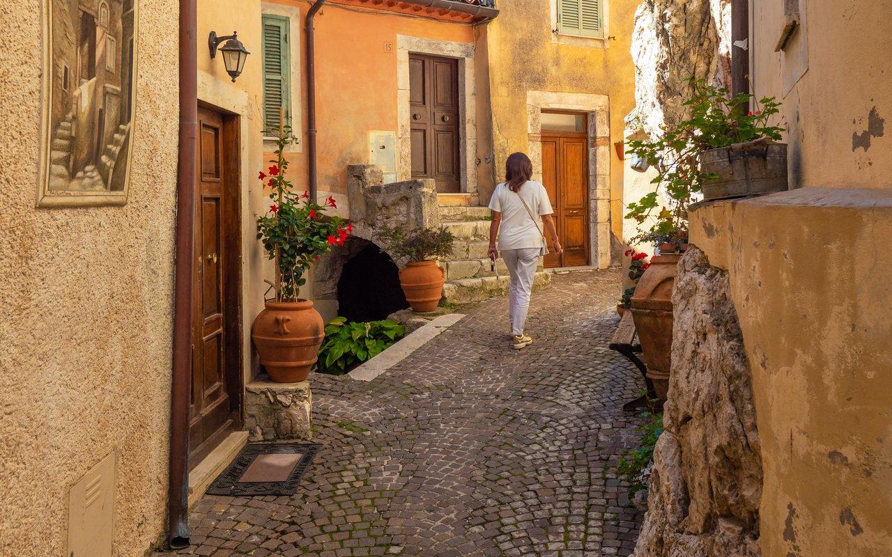 AWAYN IMAGE Explore Cervara di Roma