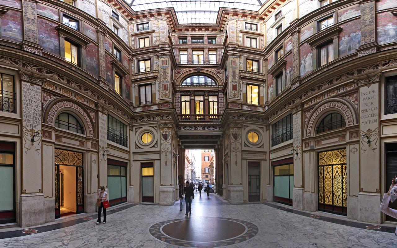 AWAYN IMAGE Explore in Galleria Sciarra