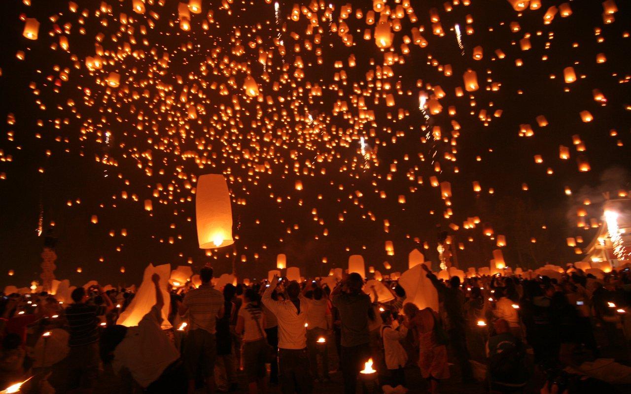 AWAYN IMAGE Experience the Wat Phra Dhammakaya festival