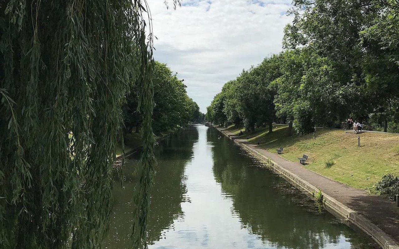 AWAYN IMAGE MTB in Royal Military Canal