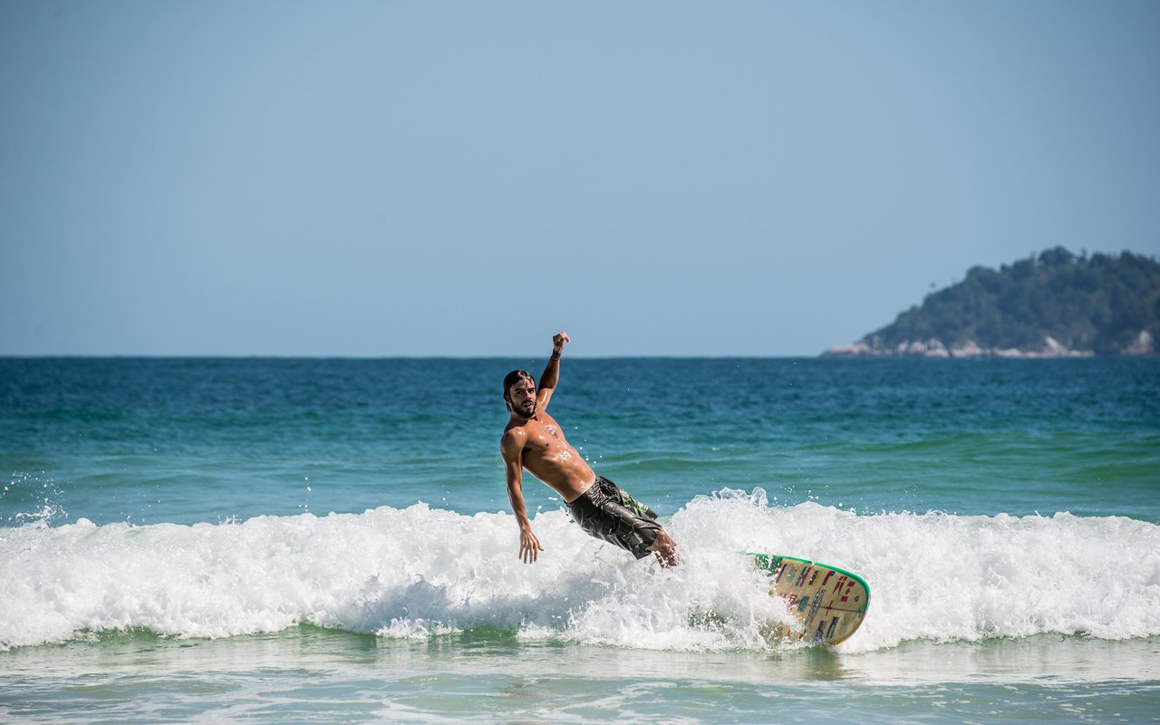AWAYN IMAGE Ride the waves of Lopes Mendes Beach