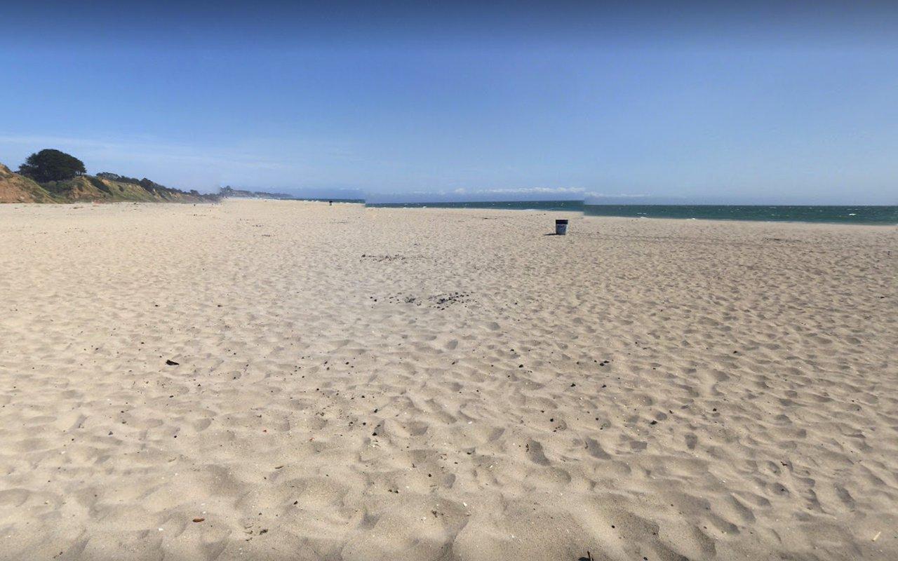 AWAYN IMAGE Beer Can Beach