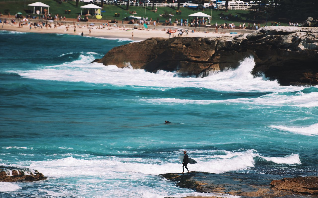 AWAYN IMAGE Chill by the Bondi Beach, Australia
