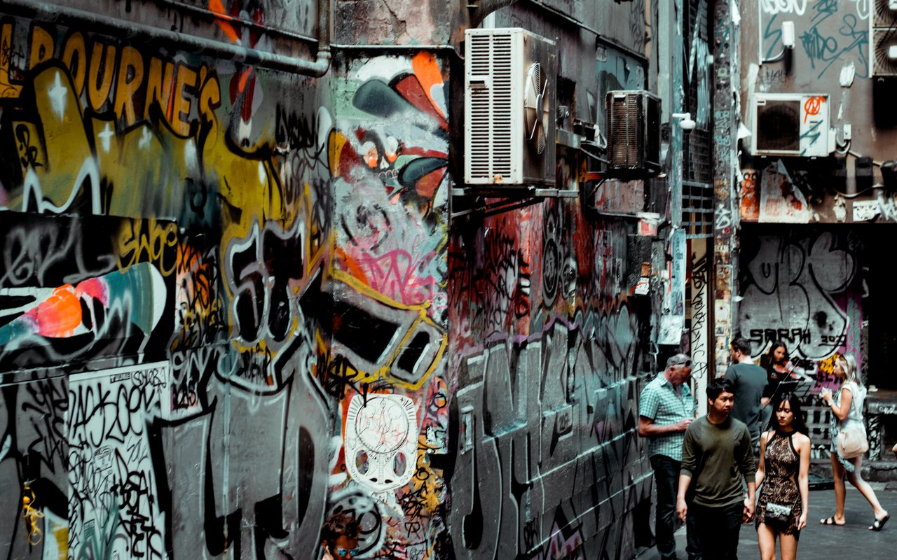 AWAYN IMAGE Walk in Hosier Lane