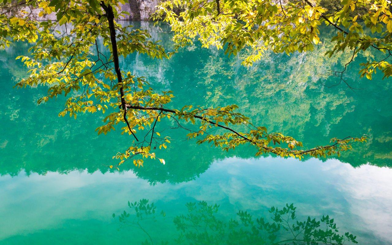 AWAYN IMAGE Walking / Hiking around Plitvice Lakes National Park