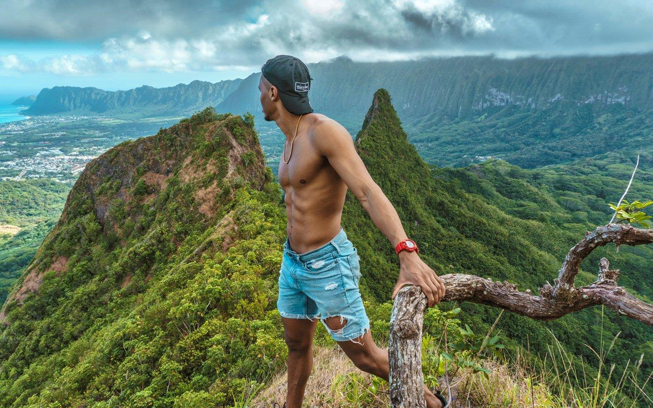AWAYN IMAGE Olomana Three Peaks Trail
