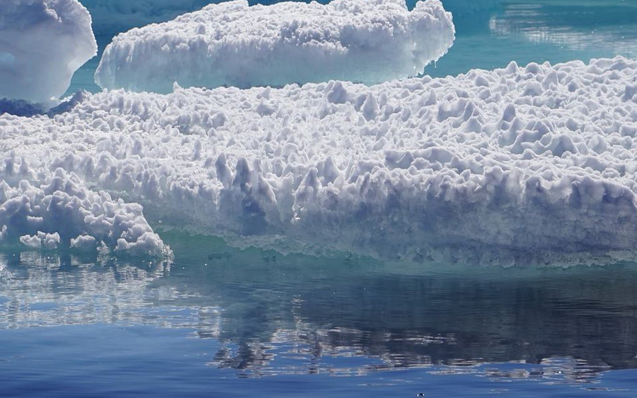 AWAYN IMAGE Greenland boat and kayak Trip