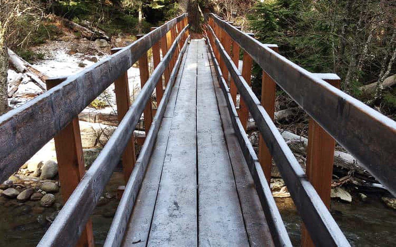 AWAYN IMAGE Tamanawas Falls Trail