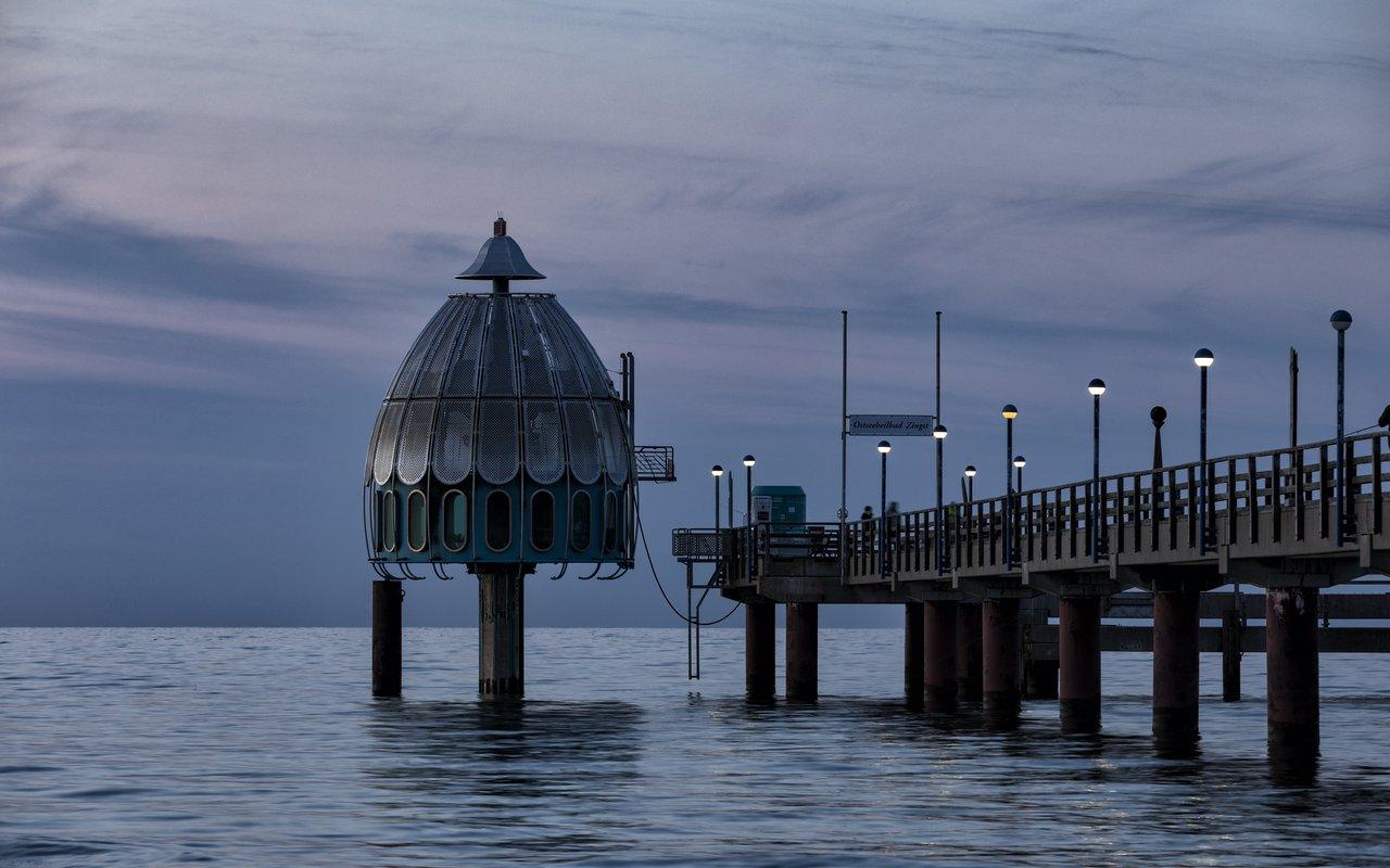 AWAYN IMAGE Submerged Gondola Seebrücke Zinnowitz
