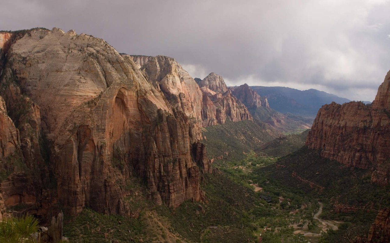 AWAYN IMAGE Angels Landing, Zion National Park