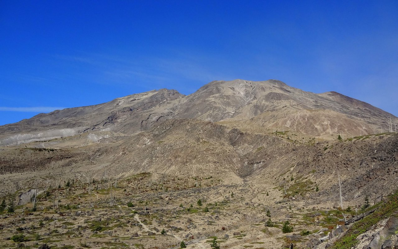 AWAYN IMAGE Hike to June Lake via Loowit Loop Trail