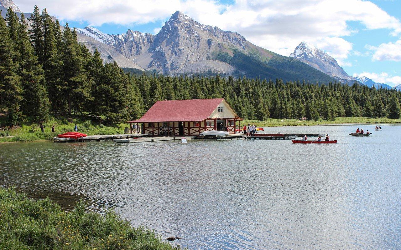 AWAYN IMAGE Maligne Lake - Jasper