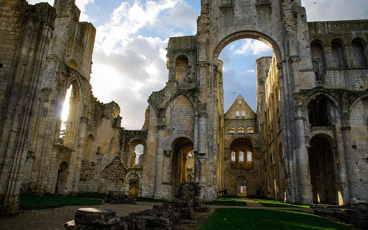 AWAYN IMAGE Ruins of the Jumiège Abbey