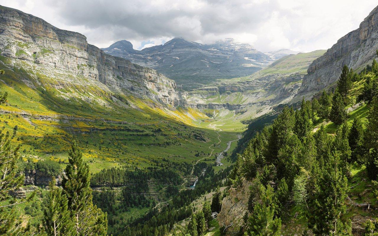 AWAYN IMAGE Monte Perdido Peak and Marbore cylinder