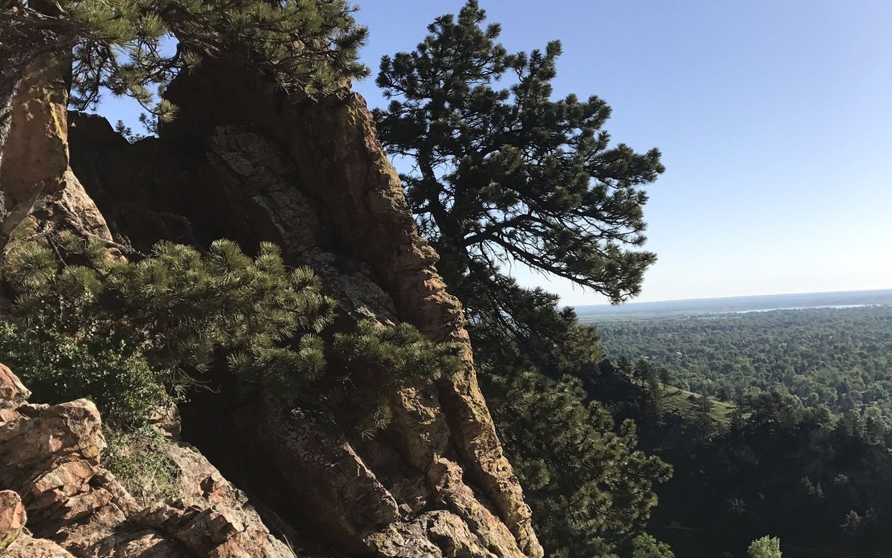 AWAYN IMAGE Hiking in Mount Sanitas