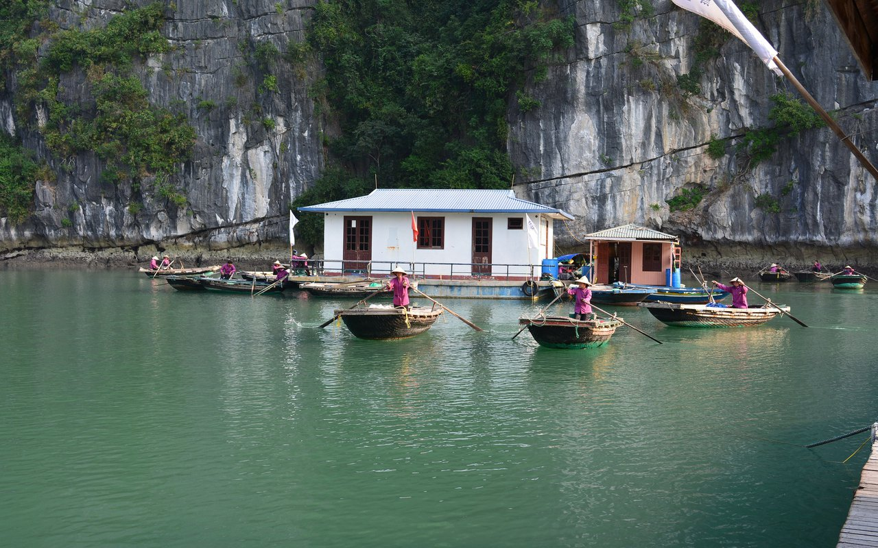 AWAYN IMAGE Boat Ha Long Bay