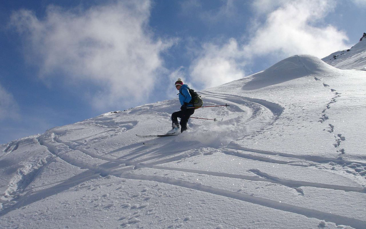 AWAYN IMAGE Cross country skiing with Ortler mountain ski tour