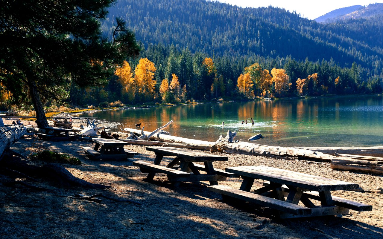 AWAYN IMAGE Lake Wenatchee