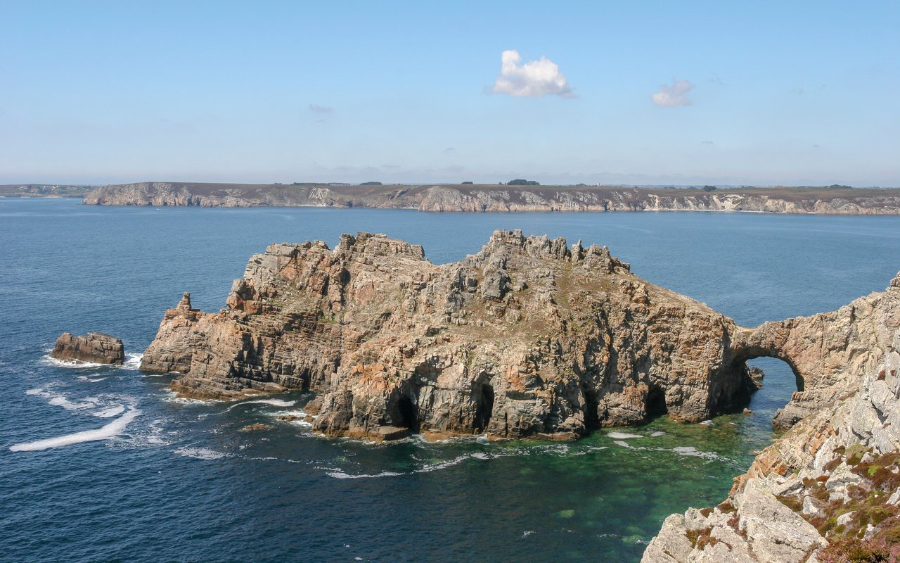 AWAYN IMAGE Hike & Surf to La Pointe de Dinan