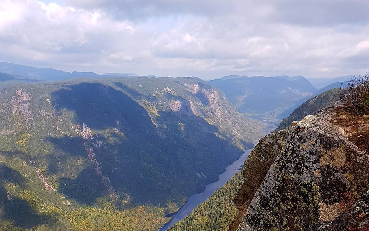 AWAYN IMAGE Hike to Acropole des Draveurs