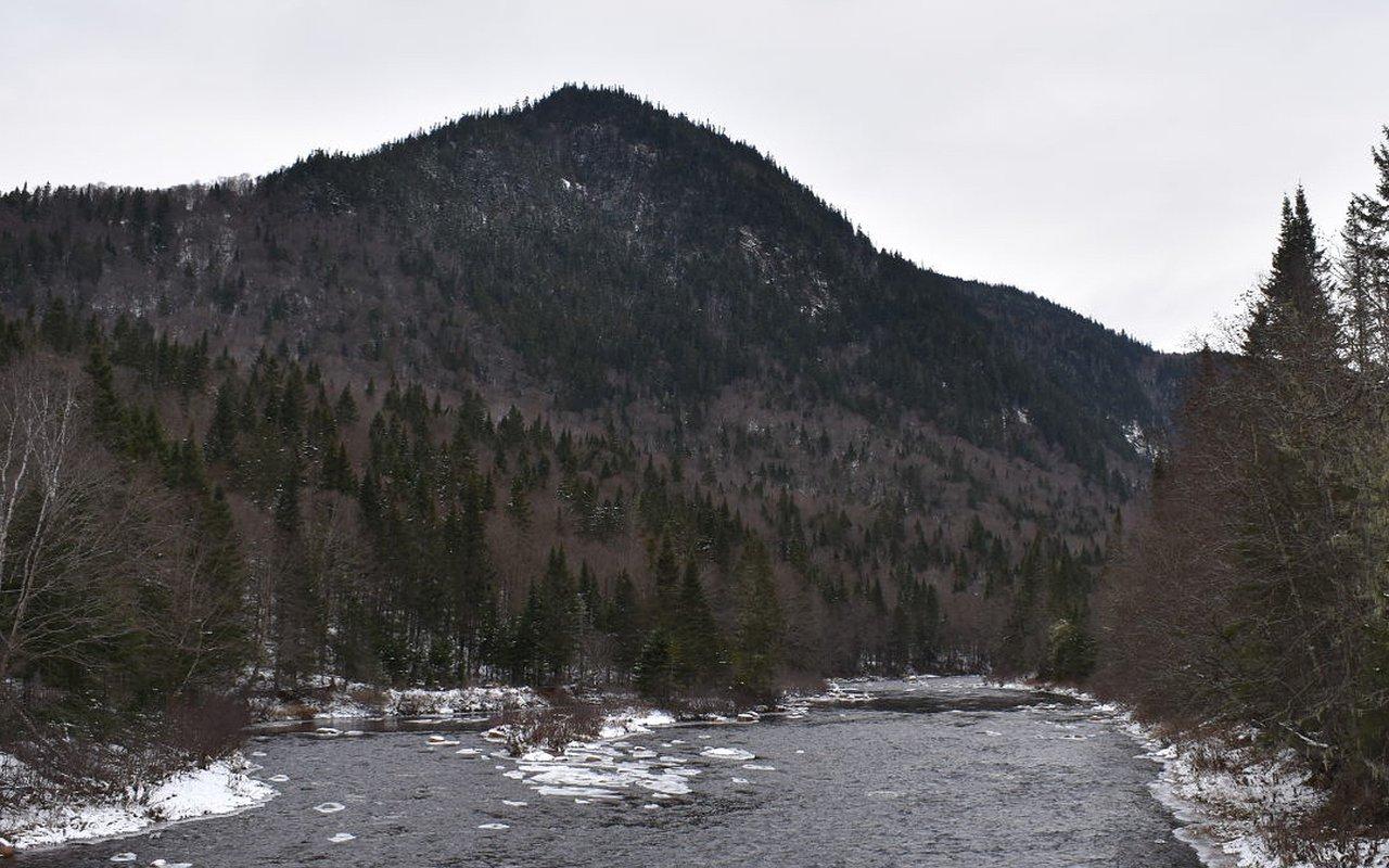 AWAYN IMAGE Hike 2 Les Loups Trail